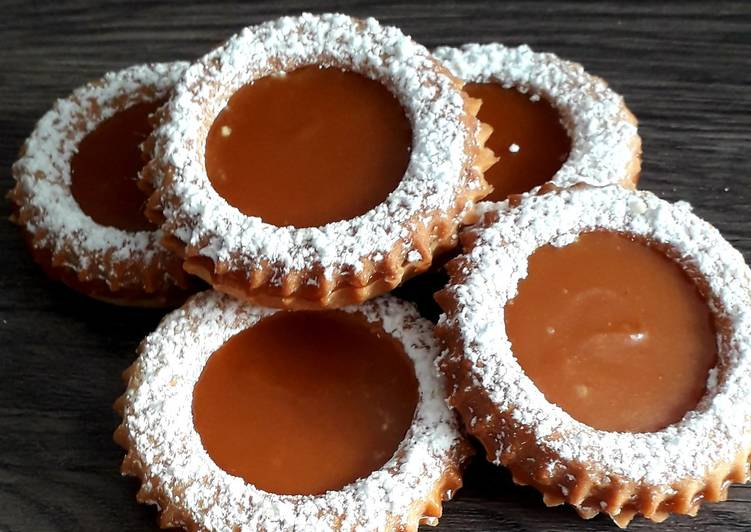 Biscuits sablés fourré au caramel au beurre salé