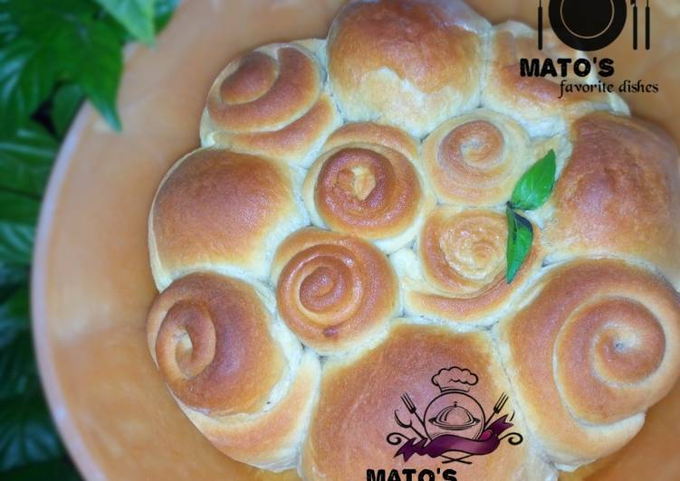 How to Cook Tasty Beef filled dinner rolls