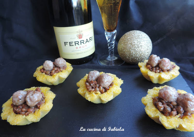 Baskets of polenta with lentils and sausage nuggets