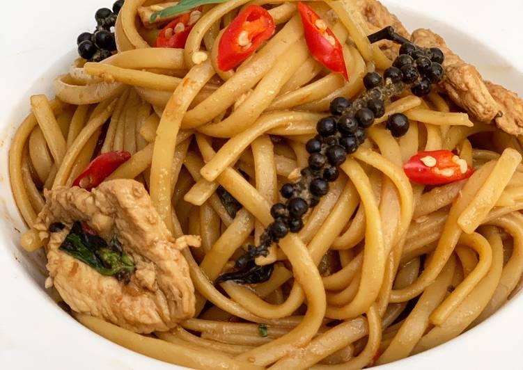 Linguine kee mao chicken (ลิงกวีนีขี้เมาไก่)