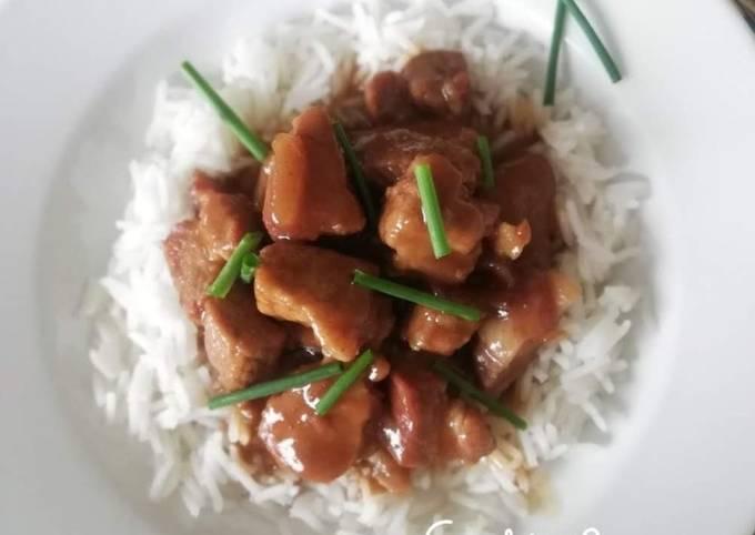 Porc au caramel et son riz Thaï