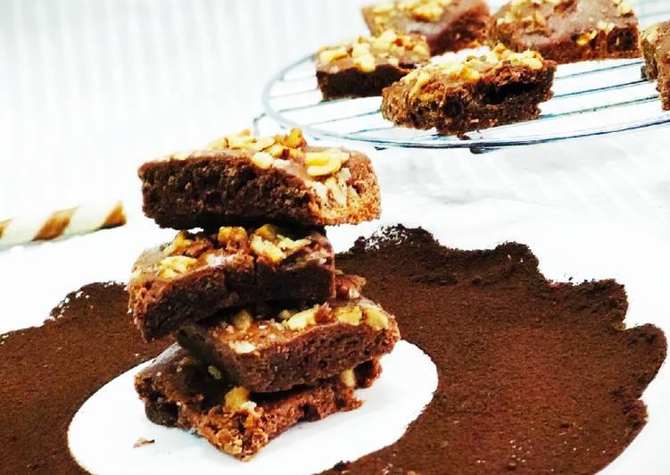 Walnut spiced brownie
