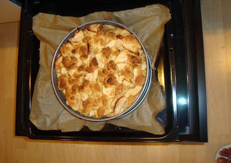 Apple Crumble Cake (Apfel Streusel Kuchen)