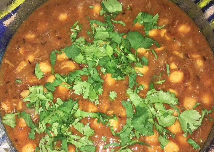 Chole (Mildly spiced tangy chickpeas)