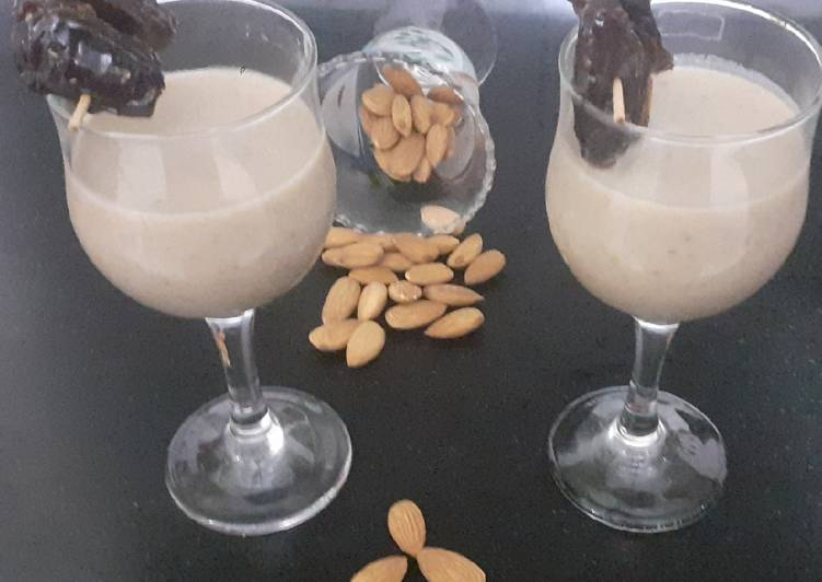 10 Minute Recipe of Homemade Dates and Almond milkshake