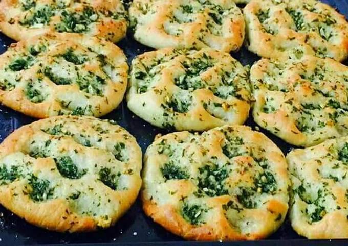 Baked Stuffed Spinach Aloo Kulcha Recipe