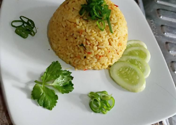Nasi goreng kunyit + terasi simple