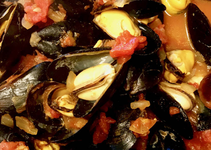 Indian Spiced PEI Mussels
