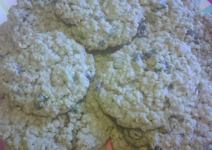 Major's chewy oatmeal cookies