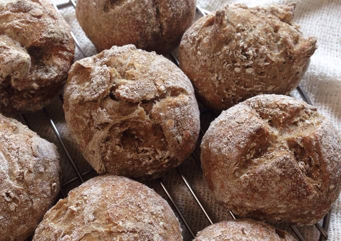 How to Make Tasty Rye and Toasted Oat Sourdough Brötchen