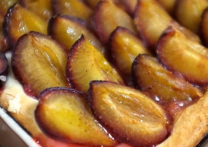 Pflaumenkuchen / Zwetschgendatschi: German Plum Cake