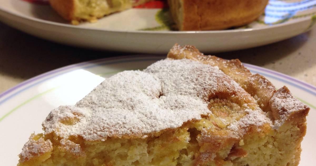 German Rhubarb Cake (Rhabarberkuchen)