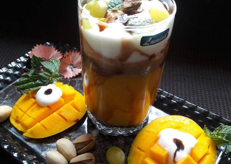 Mango-Coffee Smoothie with Ice-cream & chocolate syrup