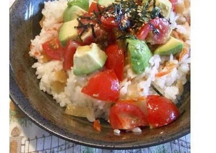 How to Prepare Delicious Avocado and Tomato Chirashi Sushi