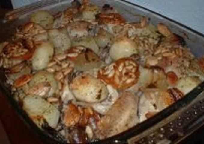 Chicken casserole with almonds and pinenuts (Pollo al horno con almendras y piñones)