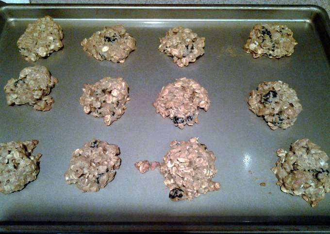 Oatmeal Cookies with dried cherrie and dried blueberries