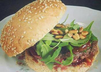 How to Prepare Tasty Feta cheese Burger with Roasted figs