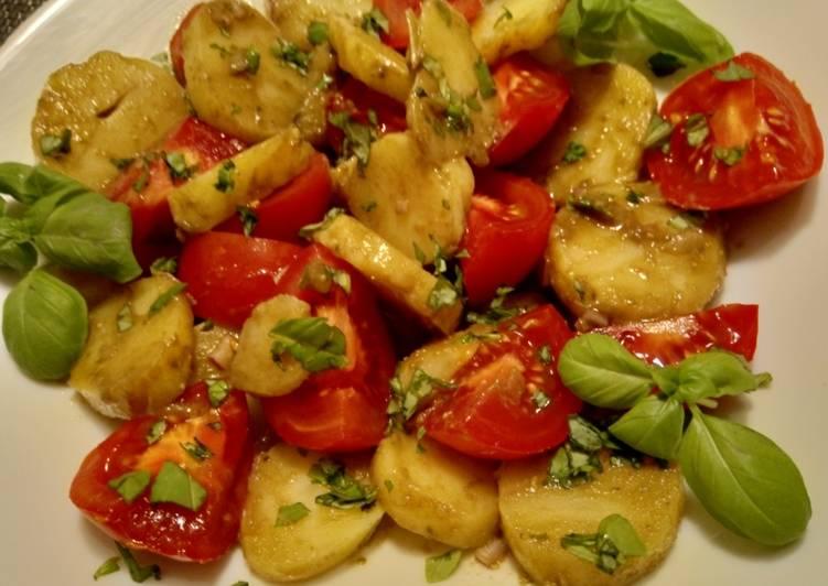 Tomaten-Kartoffelsalat mit Pesto-Dressing