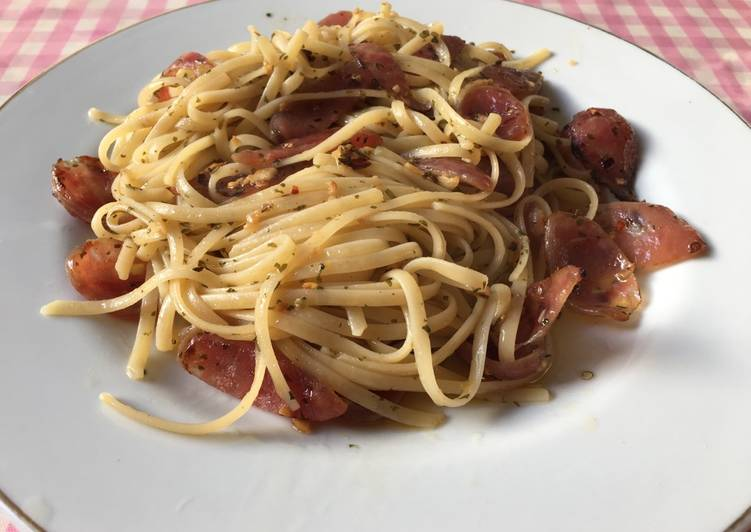 Fettucine aglio olio e peperoncino with sweet pork sausage