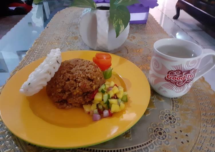 Nasi goreng bakso rumahan with acar timun nanas anak serampangan