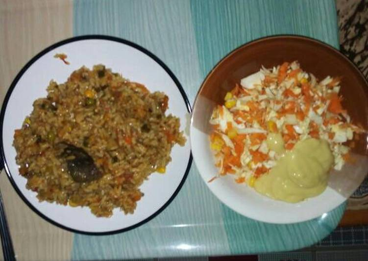 Fried rice with salad