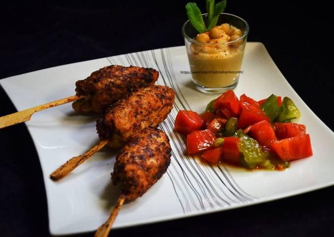 Keftas de poulet, tartare de 2 tomates, houmous maison