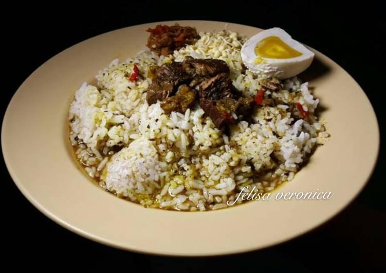 Nasi rawon daging enak