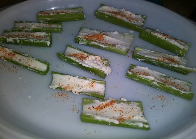Recipe: Tasty Celery with Goat Cheese