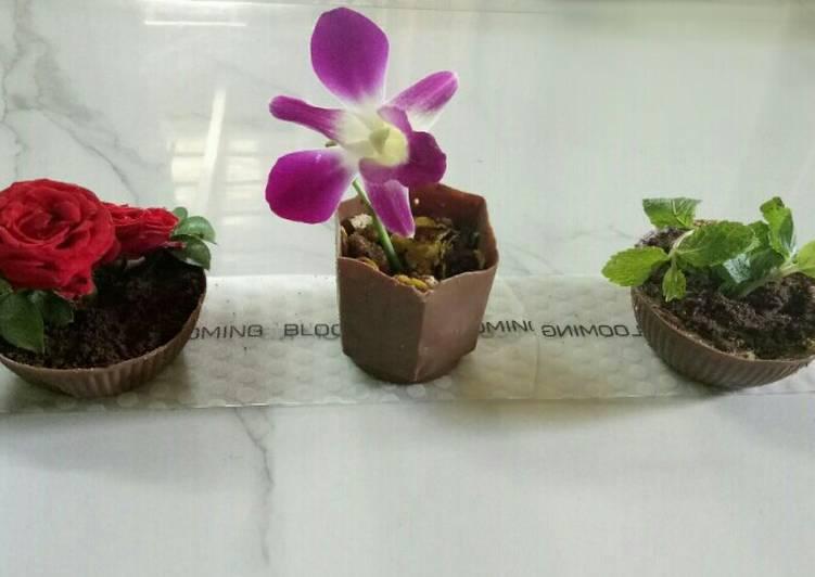 Edible chocolate flower pot dessert