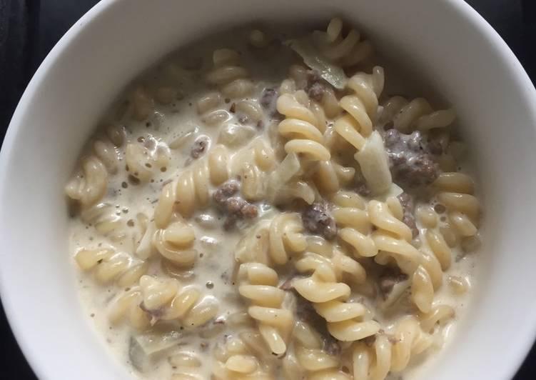 Macaroni spiral carbonara