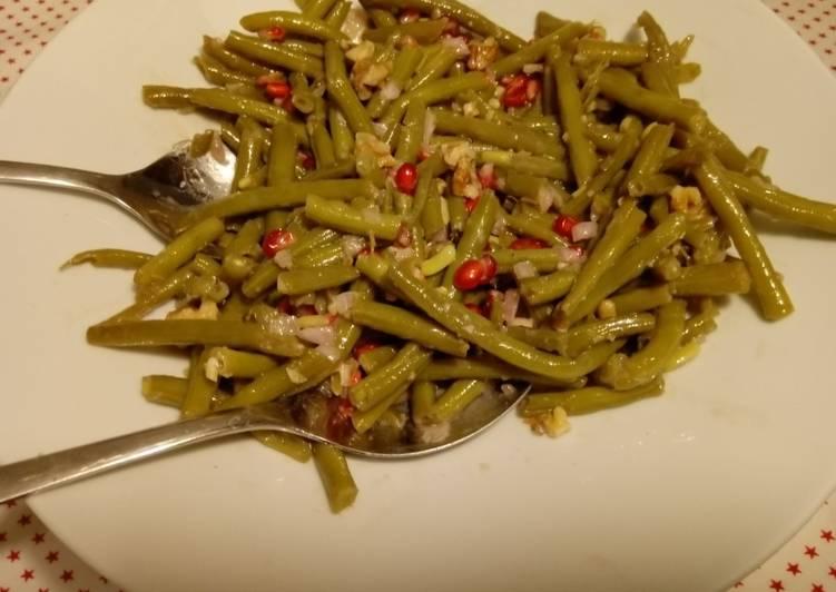 Bohnensalat mit Granatapfelkernen und Walnüssen