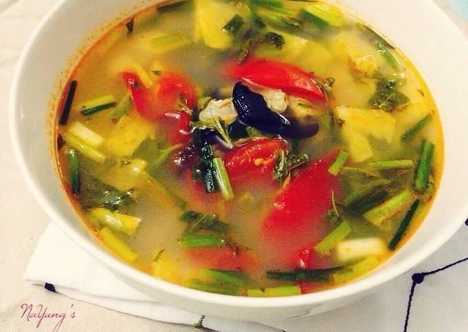 Vietnamese Sour Clam Soup