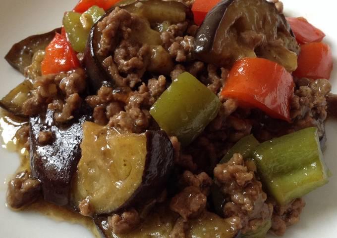 Bœuf haché avec aubergine et poivrons à la japonaise