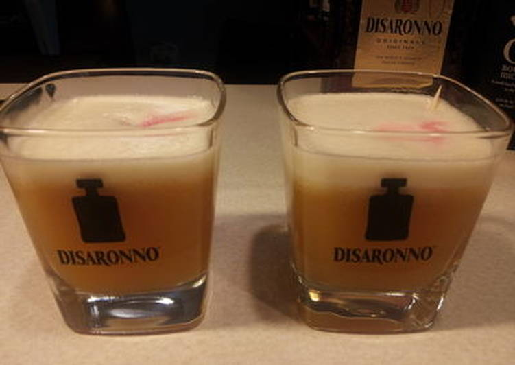Easiest Way to Make Quick Amaretto Sour
