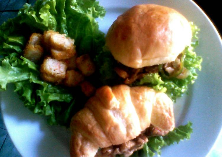 Langkah Mudah Membuat Homemade Burger with Chicken Teriyaki, Bisa…