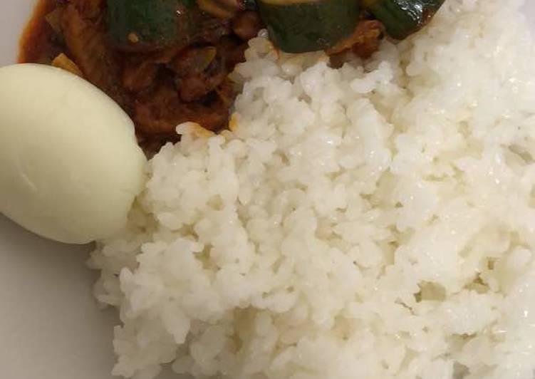 White rice and veggie sauce