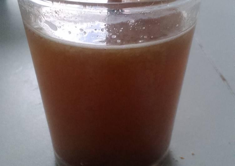 Agua tibia con limón (detox)