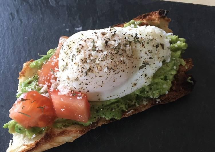 Toast à l'avocat et œuf poché