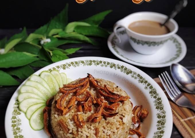 Nasi Goreng Terbalik Ikan Bilis