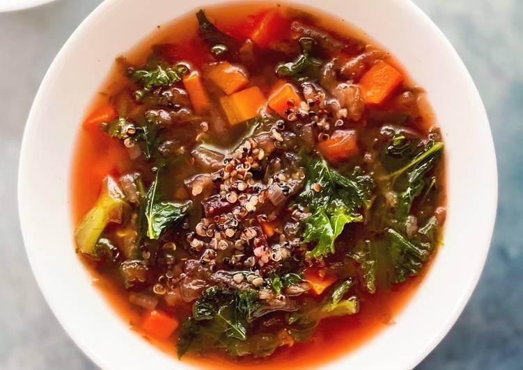 Sopa de remolacha, quinoa tricolor y kale