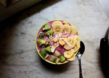 How to Recipe Delicious Smoothie in A Bowl