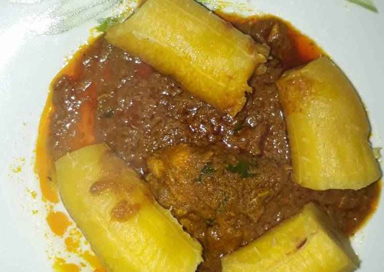 Boiled plantain with garden egg sauce