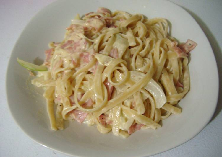 Carbonara de básica con jamón (ハム入り基本のカルボナーラ)