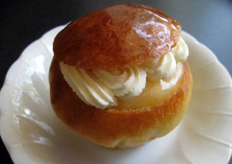 Brioche in Syrup with Lemon Cream