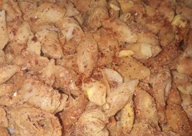 Camilan : keripik kulit lumpia jagung manis pedas 🤤