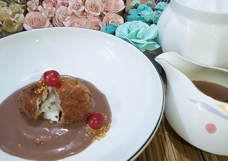 Fried Oreo Ice-cream with hot chocolate sauce