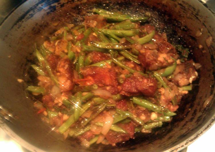 Recipe: Yummy green beans with pork.