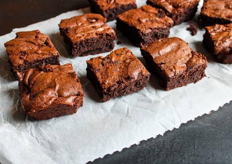 recette Brownie 100 % chocolat, fondant et croustillant le délicieux