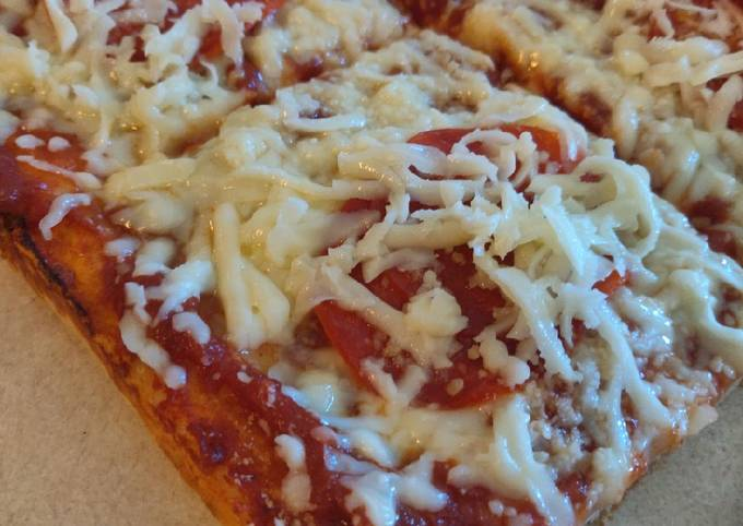 """Cold Topping """"Pittsburgh-Style"""" Tray Pizza"""