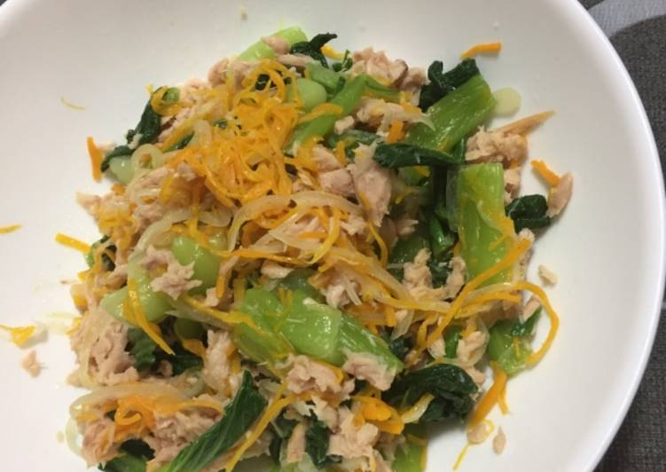 Tuna & Xiao Bai Chey Salad